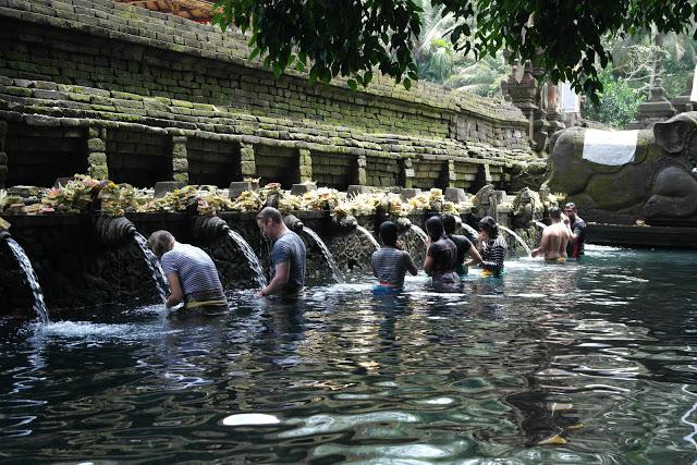 tirta empul bathing temple ubud