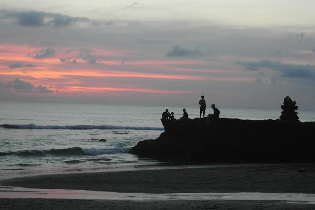batu bolong canggu bali sunset
