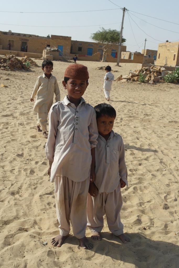 indian children desert jaisalmer kids