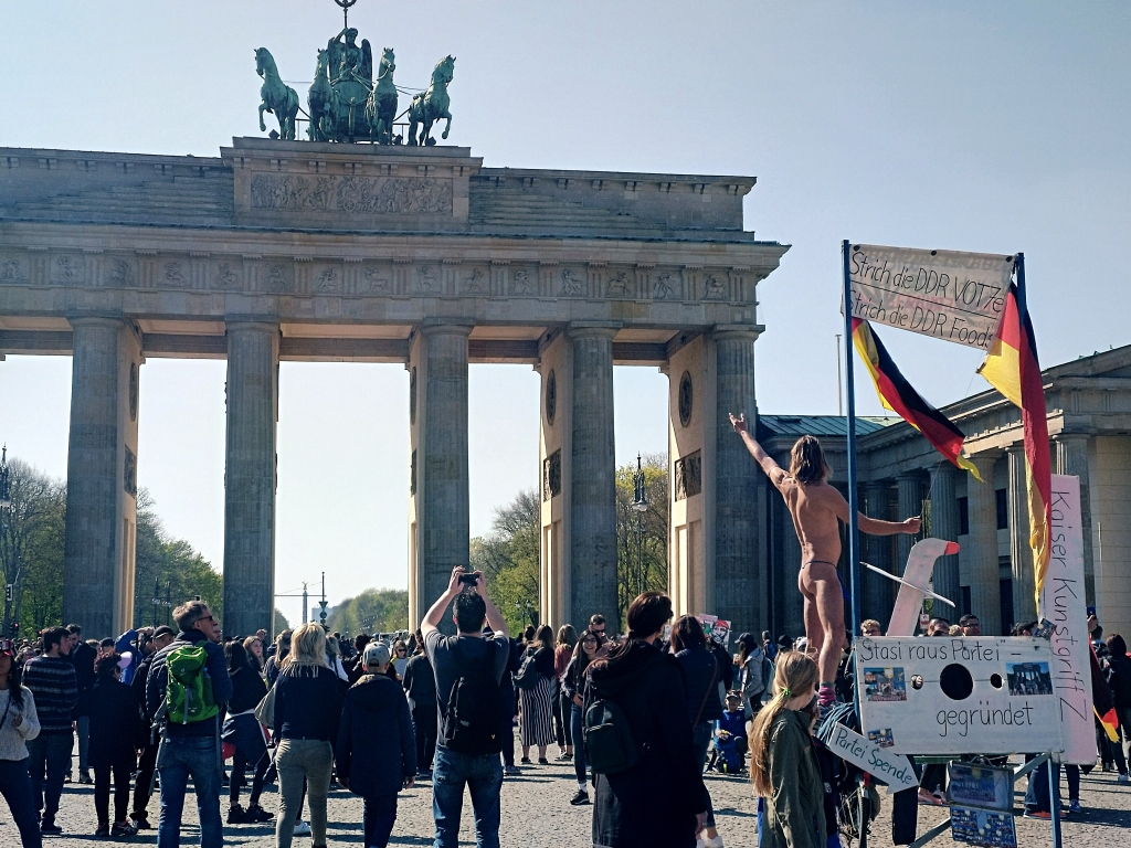 berlin feeling brandenburg tor gate