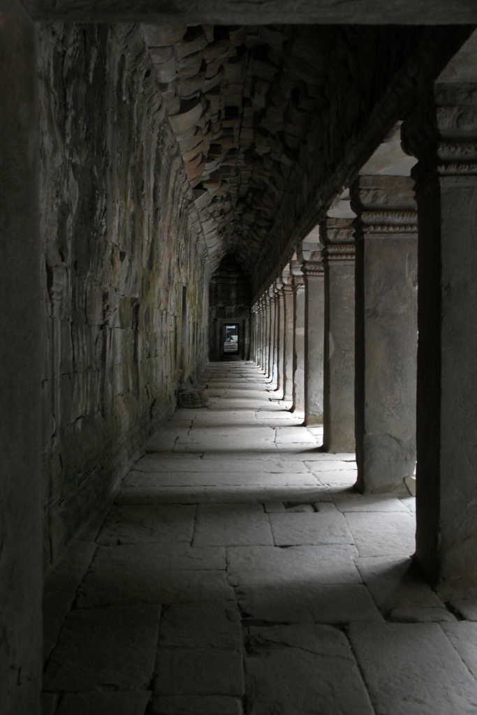 angkor wat tomb raider temple pillars cambodia