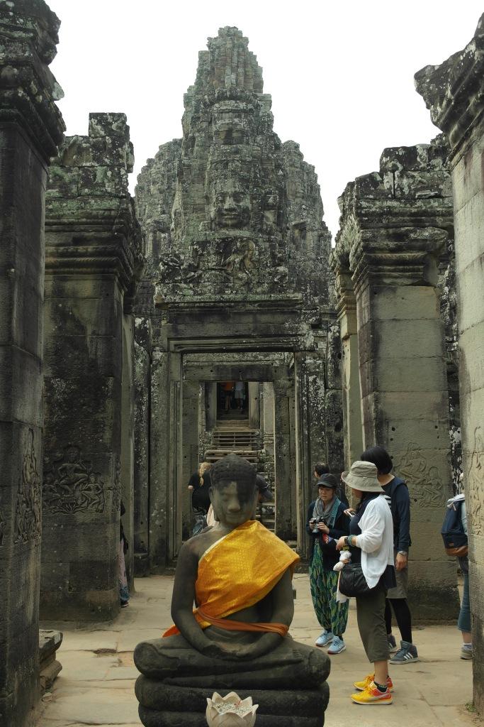 angkor wat temple statue siem reap cambodia