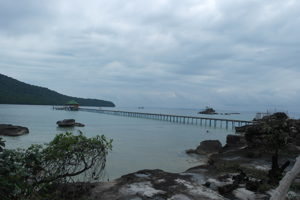 koh rong samloem mad monkey harbour